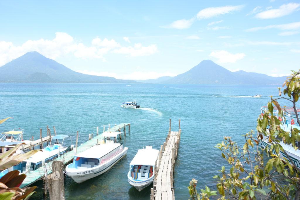 【グアテマラ観光情報】アティトラン湖への行き方と見どころ紹介
